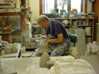 Throwing stoneware pottery